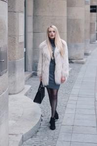 Graues klassisches Kleid kombinieren: 'Kleid mit Rollkragen in grau' (Damen, Kleid, grau, Bilder) | Style my Fashion