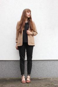Schwarz/goldene Sandalen kombinieren: 'goldene Riemchensandalen' (Damen, Schuhe, schwarz, braun, gelb, Bilder) | Style my Fashion