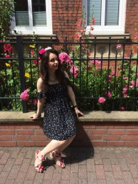 Hellbraun/rot/weiße Sandalen kombinieren: 'Blumensandalen mit Keilabsatz' (Damen, Schuhe, braun, rot, weiß, Bilder) | Style my Fashion