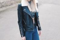 Schwarze Lederjacke mit Kunstfell
