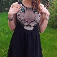 schwarzes Kleid mit Tigerprint