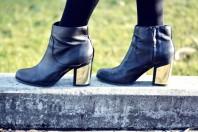 schwarz-goldene Boots