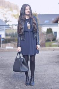 Dunkelblaues kleid kombinieren winter