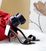 Schwarze Sandaletten kombinieren: 'Bondage Heels' (Damen, Schuhe, schwarz, Bilder) | Style my Fashion