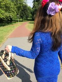 Schwarz/beige/violett/gelb/blau/hellgrün/goldene Handtasche kombinieren: 'Schwarze Henkeltasche' (Damen, Tasche, schwarz, braun, violett, gelb, blau, grün, Bilder) | Style my Fashion