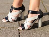 dezent verspielte Sandaletten im schwarz-weiß Look | Edler Look in s... | Style my Fashion