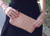 Beige Abendtasche kombinieren: 'nudefarbene Nietenclutch von Primark' (Damen, Tasche, braun, gelb, Bilder) | Style my Fashion