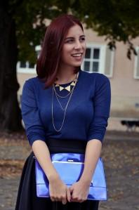 blauer Strickpullover