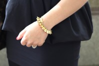goldenes Armband mit kleinen Kegeln | Orange & Black | Style my Fashion