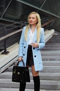 Hellblauer Kurzmantel kombinieren: 'Baby blue coat' (Damen, Mantel, blau, Bilder) | Style my Fashion