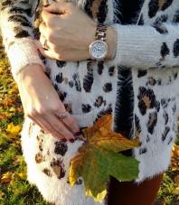Beige/dunkelbraun/braune Strickjacke kombinieren: 'Kuscheljacke mit Animalprint' (Damen, Pullover / Sweater, braun, gelb, Bilder) | Style my Fashion