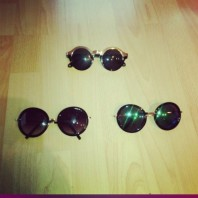 Schwarz/dunkelgrün/grün/goldene Sonnenbrille kombinieren: 'runde glässer/schwarzgoldene brille' (Damen, Brille, schwarz, braun, gelb, grün, Bilder) | Style my Fashion
