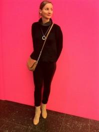 NYC Trend: Fake Fur Pullover m. Umhängetasche und Wildlederboots