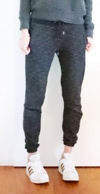 schwarz graue sporthose kombinieren 39 chillige schmale. Black Bedroom Furniture Sets. Home Design Ideas