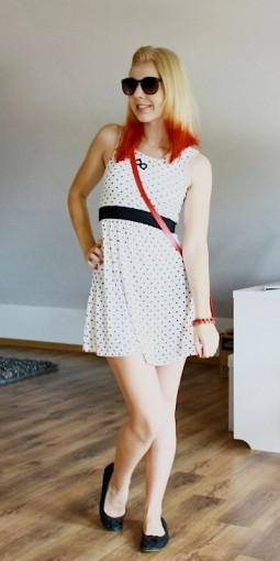 Stylist 'janisonfire' im 50er Jahre Look mit Polka dots Kleid
