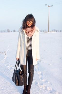 Yassi im weißen Winteroutfit