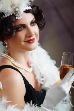 Der Look der goldenen 20er Jahre: Elegant, verrucht und rebellisch