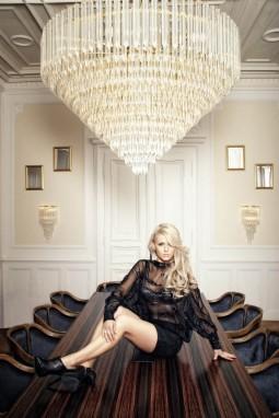 Haute Couture von Stardesigner Nhut La Hong gibt es am 31. August 2012 im Rahmen der High Fashion Modeschau am Mozartplatz zu sehen.