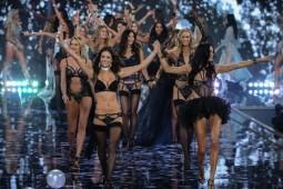 VS Fashion Show 2014 mit (v.l.) L.Aldridge, C.Swanepoel, D.Kroes, A.Ambrosio und A.Lima