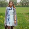 Ein türkises Kleid