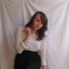 weißer strickpulli und schwarzer rock = girly