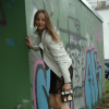 Elegance & Ease Mix: Weiße Lederjacke & Kleines Schwarzes