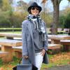 Weiße Distressed-Jeans mit Hut und grauem Mantel | Style my Fashion