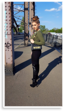 Sexy Leather Overknee Boots & Highwaist Jeans & Oliv crop pullover  & Moschino Bag | Style my Fashion