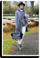 Weiße Distressed-Jeans mit Hut und grauem Mantel   Style my Fashion