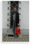 Monochrome Grau mit Rotem Accessoire   Style my Fashion